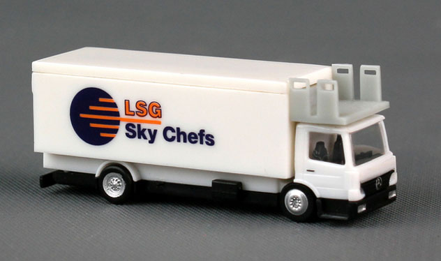 Herpa Airport Accessories Catering Truck (1) Sky Chefs 1/200 Scale